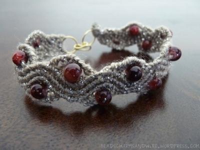 Wavy macramé bracelet
